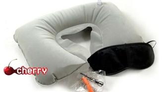 Komfortam un saldam miegam ceļojumā! Piepūšamais spilvens + acu maska + ausu aizbāžņi -58%