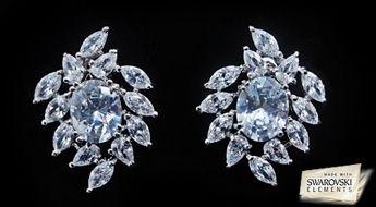 """Pavasarīgi skaisti auskari """"Pavasara Poēma"""", ar ļoti romantisku un maigu dizainu no daudziem caurspīdīgiem Swarovski Elements™ kristāliem."""
