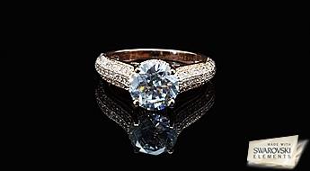 """Elegants apzeltīts gredzens """"Junona II"""" ar Swarovski Elements kristaliem un ieramējums no caurspīdīgiem Austrijas fianītiem."""