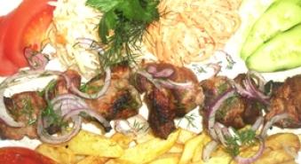 Armēņu šašliks (Cūkgaļas kakla karbonāde) +  Kartupeļi Frī + Adžika + Lavašs ar 33% atlaidi!