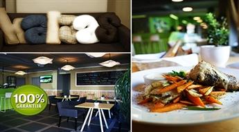 """Iedvesmojoša maltīte (jebkuri ēdieni un dzērieni) restorānā-bārā """"Ar Mani Atkal Runā Kaijas"""", Rīgā -50%"""