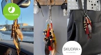 RAŽOTS LATVIJĀ! Daudzfunkcionāls piekariņš - liec pie atslēgām, somas, mašīnas spoguļa
