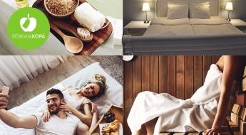 """Izbaudi karalisku atpūtu divatā! Nakšņošana LUX numuriņā ar privāto saunu un lielu vannu + gardas brokastis viesnīcā """"White Palace Hotel""""!"""